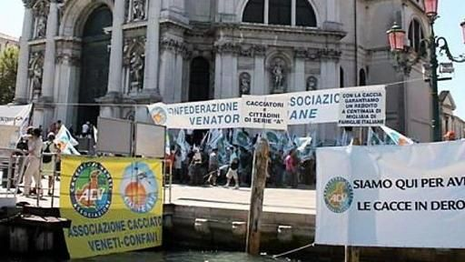 La protesta di agosto davanti alla Basilica della Salute