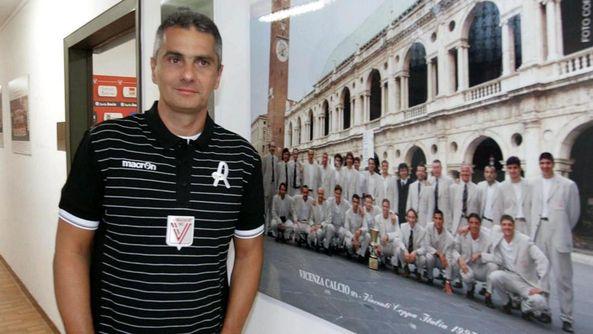 L'ex capitano biancorosso Gianni Lopez è da ieri il nuovo allenatore del Vicenza. FOTOSERVIZIO COLORFOTO
