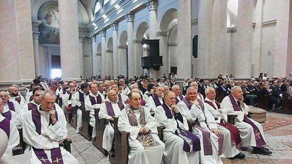 Sacerdoti vicentini durante una celebrazione